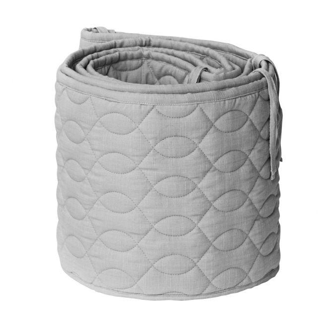 Sebra Bettnestchen Grau gesteppt 360cm. Atmungsaktiv. Nestchen, Kinderbettpolster, Kinderbettnestchen aus Baumwolle. Baby- und Kinderzimmer sowie Baby-Ausstattung bei nicenordic.de