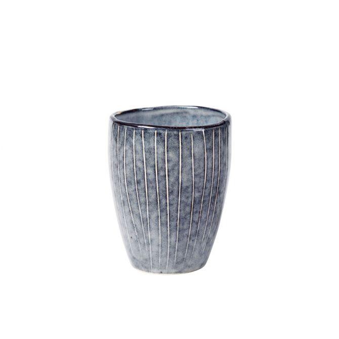 Broste Copenhagen Nordic Sea Becher blau grau. Tasse ohne Henkel. Keramik - Steingut. Skandinavisches Geschirr für den gedeckten Tisch bei nicenordic.de