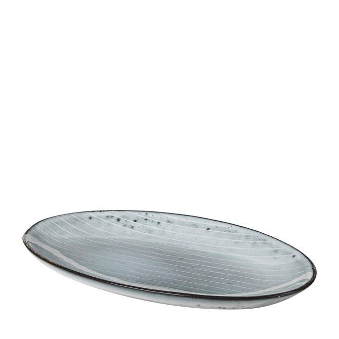 Broste Copenhagen Nordic Sea Teller oval 22 cm. Servierteller Servierplatte Vorspeisenteller Dessertteller blau grau. Keramik - Steingut. Speiseservice, Serviergeschirr. Skandinavisches Geschirr für den gedeckten Tisch bei nicenordic.de