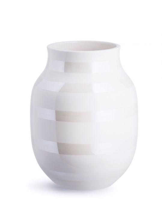 Kähler Omaggio Vase Perlmutt Weiss 20 cm. Blumenvase in Keramik. Skandinavisches Design und Wohnaccessoires bei nicenordic.de