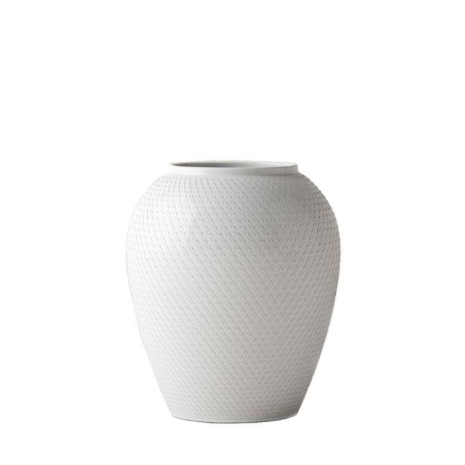 Lyngby Porcelæn Rhombe Vase 25 cm weiß Porzellan. Handgefertigt. Lyngby Porzellan Rhombus Vase mit Rauten-Muster. Vasen bei nicenordic