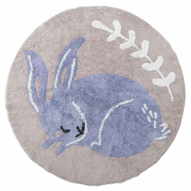 Sebra Teppich Bluebell Kaninchen Ø120cm Baumwolle. Gewebter Spielteppich rund. Farbe blau, violett, rosa, weiss. Baby- und Kinderzimmer-Deko sowie Baby-Ausstattung bei nicenordic.de