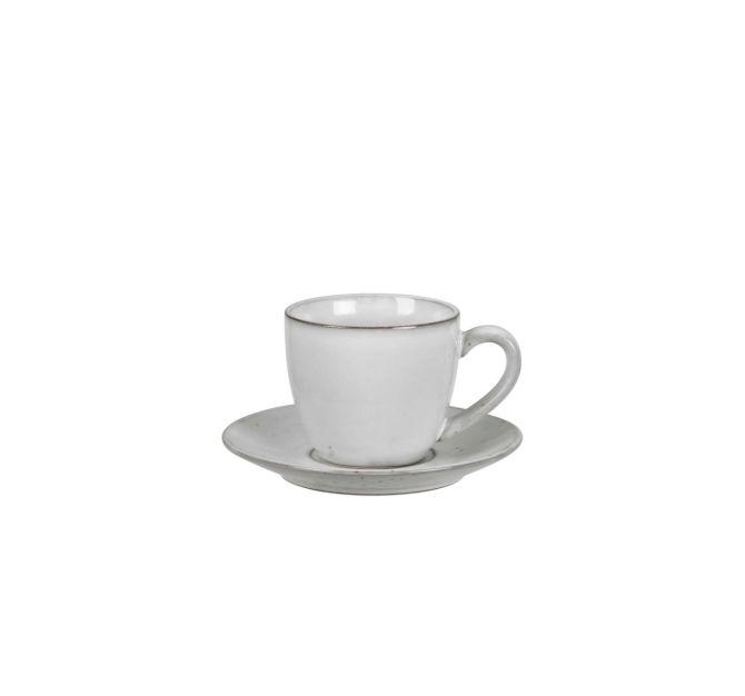 Broste Copenhagen Nordic Sand Tasse mit Untertasse 15 cl. Kaffeetasse bzw Teetasse in Sand-Farben bzw Natur-Beige-Grau. Kaffeeservice, Teeservice, Frühstücksgeschirr aus Keramik, Service aus Steingut. Skandinavisches Geschirr bei nicenordic.de