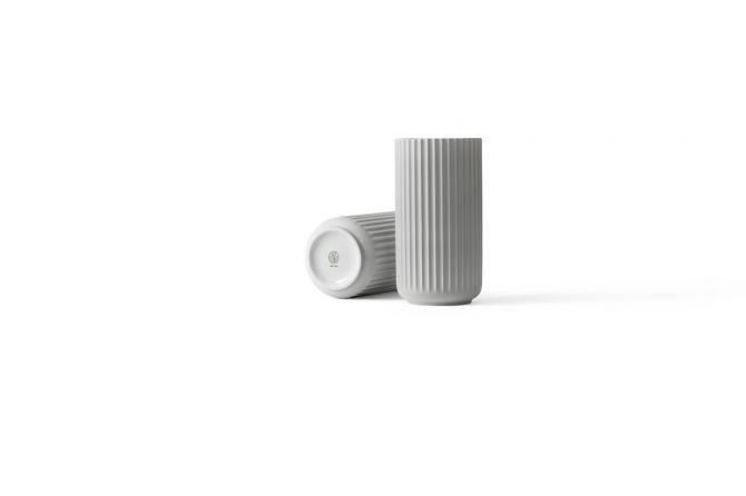 Lyngby Porcelæn Lyngby Vase 20,5 cm hell-grau matt. Blumenvase aus Porzellan in hellgrau. Skandinavisches Design und Deko bei nicenordic.de