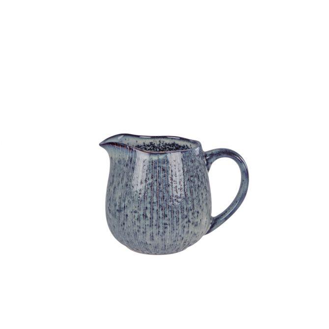 Broste Copenhagen Nordic Sea Milchkännchen blau grau. Keramik bzw. Steingut. Geschirr. Skandinavisches Frühstücksgeschirr und Kaffeeservice bei nicenordic.de
