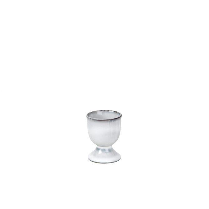 Broste Copenhagen Nordic Sand Eierbecher. Frühstücksgeschirr aus Keramik, Service aus Steingut. Skandinavisches Geschirr bei nicenordic.de
