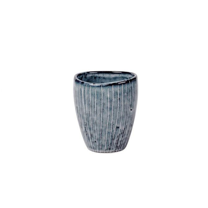 Broste Copenhagen Nordic Sea Espressobecher 10 cl blau grau. Espressotasse ohne Henkel. Keramik - Steingut. Skandinavisches Geschirr für den gedeckten Tisch bei nicenordic.de