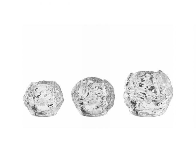 Kosta Boda Snowball Schneeball Teelichthalter 3er-Set bestehend aus je 1 x large 90mm, medium 70mm und small 60mm. Skandinavische Deko und Weihnachtsdeko bei nicenordic.de